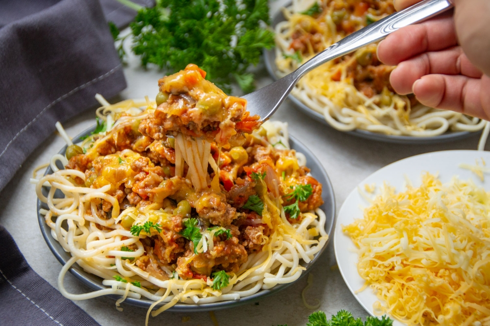 Spaghetti with beef and vegetable mince