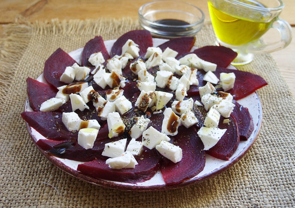 Beetroot and chicken salad